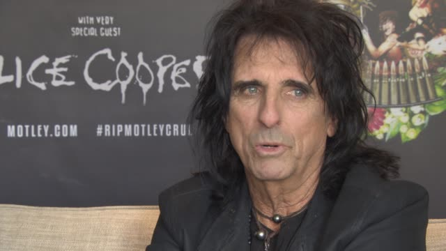stockvideo's en b-roll-footage met alice cooper on being in good shape, feeling his best on stage, never smoking, not drinking at royal garden on june 10, 2015 in london, england. - alice cooper