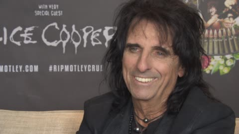 stockvideo's en b-roll-footage met alice cooper on judging on talent shows, being to nice, simon cowell, change the show, being family entertainment at royal garden on june 10, 2015 in... - alice cooper
