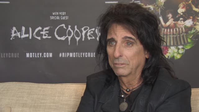stockvideo's en b-roll-footage met alice cooper on new album, playing the hunter club, johnny depp guitar playing on his new album, hard rock album at royal garden on june 10, 2015 in... - alice cooper