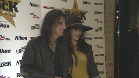 stockvideo's en b-roll-footage met alice cooper, sheryl goddard at classic rock and roll of honour at the roundhouse on november 11, 2015 in london, england. - alice cooper