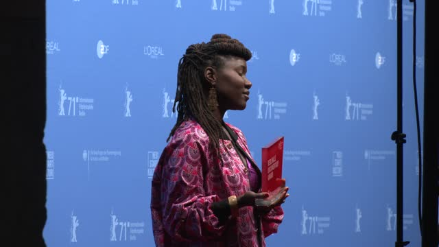 """alice diop, winner of the berlinale documentary award for their movie """"nous"""" poses with their trophy during a photocall after the awarding ceremony... - celeb stock videos & royalty-free footage"""