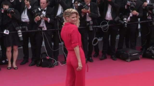 alice taglioni and more on the red carpet for the opening ceremony of the cannes film festival 2018 and the premiere of everybody knows todos lo... - 71st international cannes film festival stock videos & royalty-free footage