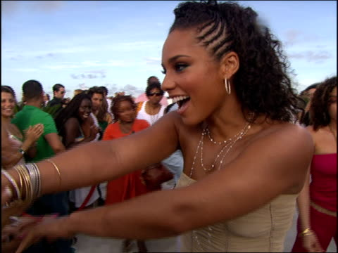 alicia keys arriving at the 2005 mtv video music awards red carpet - 2005 stock videos & royalty-free footage