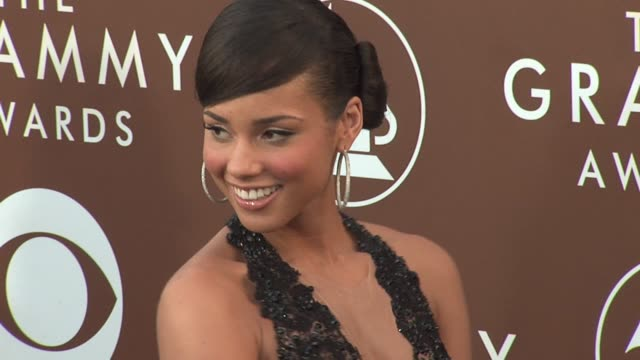 Alicia Keys at the 2006 Grammy Awards arrivals at the Staples Center in Los Angeles California on February 8 2006