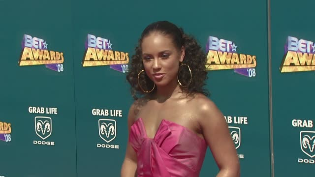 alicia keys at the 2008 bet awards at los angeles california. - bet awards bildbanksvideor och videomaterial från bakom kulisserna