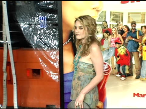 alicia silverstone at the 'beauty shop' world premiere at the mann national theatre in westwood california on march 24 2005 - mann national theater stock videos & royalty-free footage