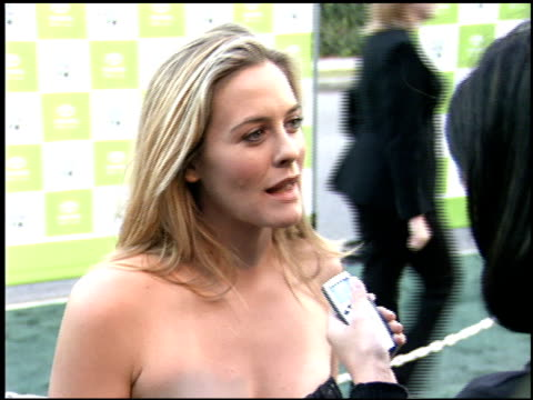 alicia silverstone at the environmental media awards at wilshire ebell theatre in los angeles california on october 1 2005 - wilshire ebell theatre stock videos & royalty-free footage