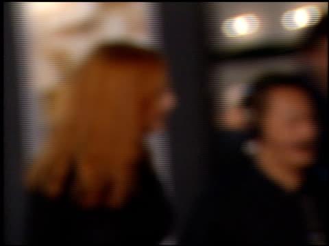 alicia witt at the 'magnolia' premiere on december 8, 1999. - alicia witt stock-videos und b-roll-filmmaterial