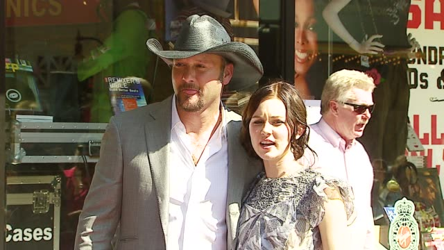 alison lohman and tim mcgraw at the dediction of tim mcgraw's star on the walk of fame at hollywood in hollywood, california on october 17, 2006. - tim mcgraw stock videos & royalty-free footage