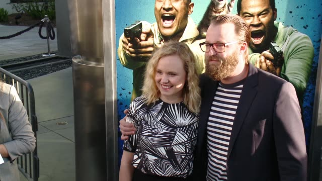 vídeos y material grabado en eventos de stock de alison pill and joshua leonard at keanu los angeles premiere at arclight cinemas cinerama dome on april 27 2016 in hollywood california - cinerama dome hollywood