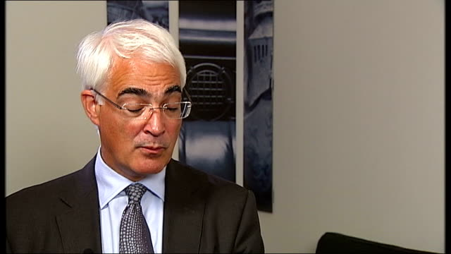 stockvideo's en b-roll-footage met alistair darling interview on his diaries back from the brink alistair darling interview sot it was obvious to me that whoever won the election would... - vermindering