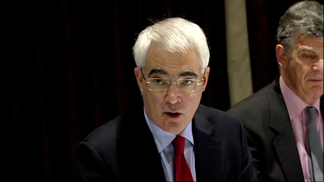 alistair darling speaks at business meeting in liverpool; alistair darling mp speech sot - one of biggest challenges is to ensure that we can get... - 金利点の映像素材/bロール