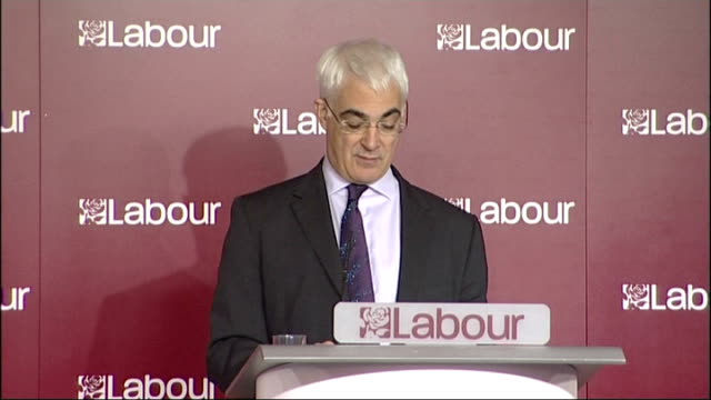 stockvideo's en b-roll-footage met alistair darling speech on tory spending plans alistair darling speech continued sot we are today looking at conservative spending plans / document... - number 9