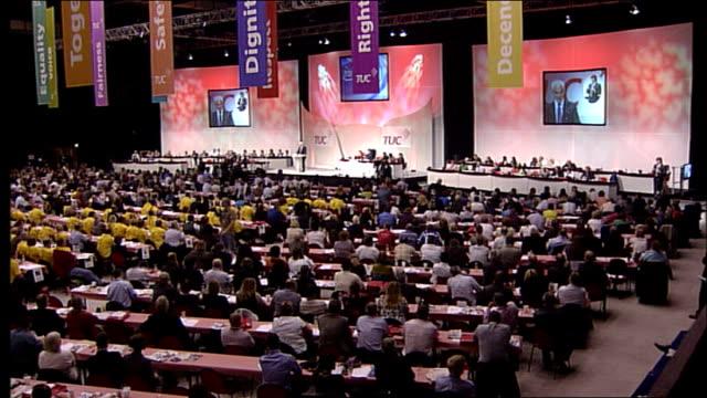 alistair darling speech to the tuc; - improvements under labour - 労働組合会議点の映像素材/bロール