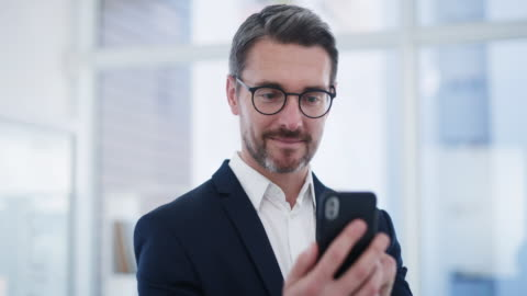 all business updates get sent straight to his phone - eyeglasses stock videos & royalty-free footage