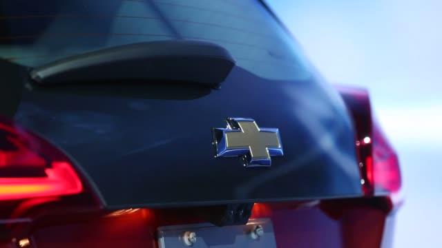 all clips shot at the detroit international auto show in detroit, michigan on tuesday, jan 12, 2016 photographer: daniel acker, bloomberg shots:... - シボレー点の映像素材/bロール