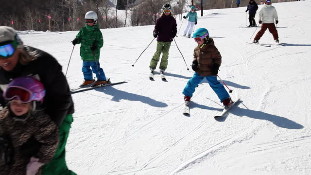 stockvideo's en b-roll-footage met ms all family mom with child, children, dad and grandparents skiing down run / park city, utah, united states - skiën