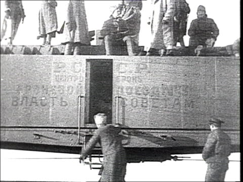 vídeos de stock, filmes e b-roll de all was sent to the front'. civil war. armoured car, red army soldiers walk on railroad tracks, load munitions on train, get on the train, departure... - russia
