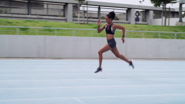 vidéos et rushes de tout ce que vous avez à faire est de croire en vous-même - piste de compétition