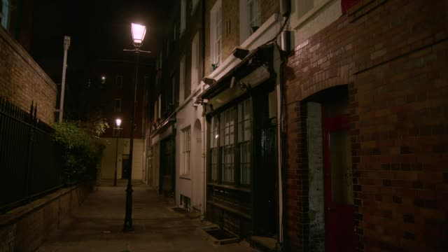 alley at night with old-fashioned lampposts - establishing shot stock videos & royalty-free footage