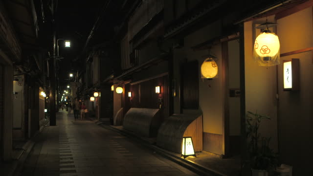 alley in gion, kyoto, japan - kyoto stock videos and b-roll footage