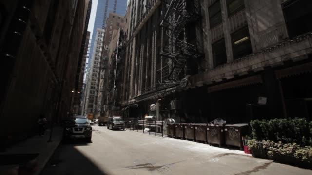 vídeos y material grabado en eventos de stock de alley view with trash dumpster, flower pots, fire escape, toni restaurant, subway store and city bus - salida de incendios
