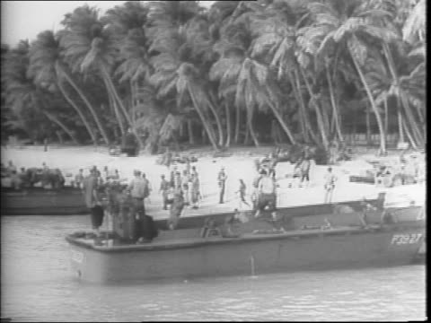 vídeos de stock, filmes e b-roll de allied drive takes key japanese islands bases / in the south pacific, general douglas macarthur exits a plane, speaks to camera, stands with allied... - oceano pacífico do sul