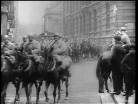 vídeos de stock e filmes b-roll de allied forces marching on horseback in germany at end of world war i / newsreel - 1919