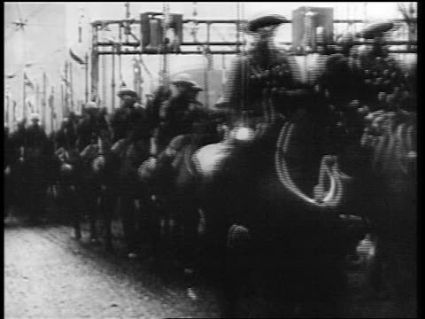 vídeos de stock e filmes b-roll de allied forces marching on horseback over bridge at end of world war i / germany / newsreel - 1919