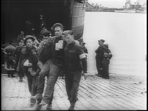 vídeos de stock, filmes e b-roll de allied hospital ship, us lst, transports american wounded troops to british port to receive medical attention / wounded men from d-day invasion are... - forças aliadas
