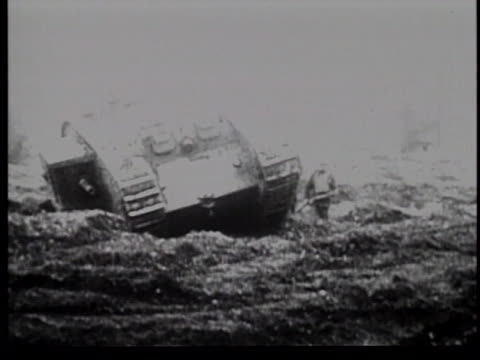 allied tanks in battle during wwi - kampfpanzer stock-videos und b-roll-filmmaterial