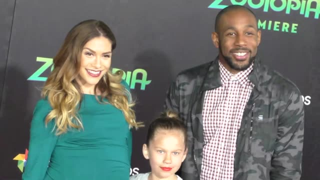 vidéos et rushes de allison holker stephen 'twitch' boss at the zootopia premiere at el capitan theatre in hollywood celebrity sightings on february 17 2016 in los... - cinéma el capitan