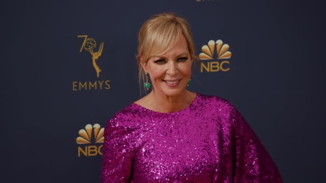 vídeos de stock, filmes e b-roll de allison janney at the 70th emmy awards arrivals at microsoft theater on september 17 2018 in los angeles california - 70th annual primetime emmy awards