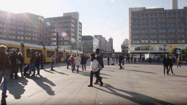 alltagsleben auf dem berliner alexanderplatz - commercial activity stock videos & royalty-free footage