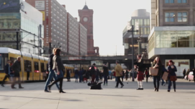 alltagsleben auf dem berliner alexanderplatz - germany stock videos & royalty-free footage