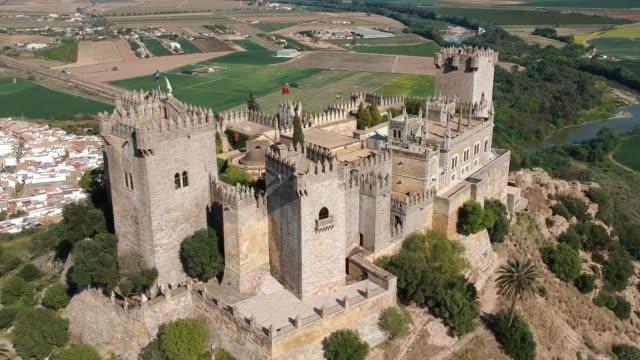 vídeos y material grabado en eventos de stock de almodóvar castle drone video - medieval