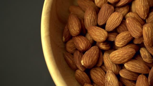 vídeos de stock e filmes b-roll de almonds turntable loop - tigela