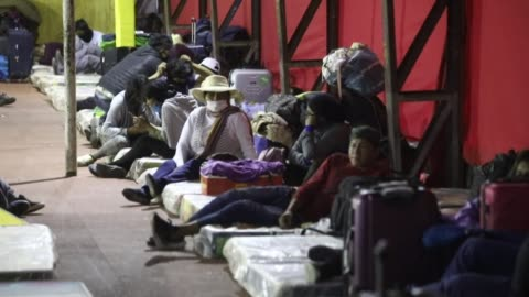 vídeos y material grabado en eventos de stock de almost 800 bolivians will undergo a quarantine in the chilean city of iquique after the governments of chile and bolivia agreed to allow them to... - hispanoamérica