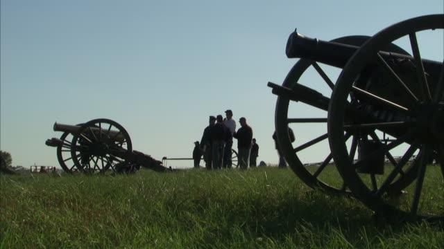 almost silhouette of reenactors standing on field w/ almost silhouette of 12pounder napoleon cannons pa battle of gettysburg history historical - gettysburg stock videos & royalty-free footage