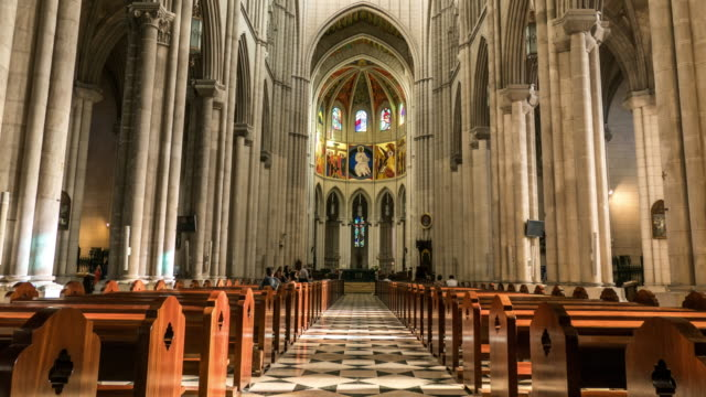 stockvideo's en b-roll-footage met almudena kathedraal in madrid hyperlapse van de inteior bij daglicht - kerk
