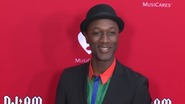 vídeos de stock e filmes b-roll de aloe blacc at the 12th annual musicares map fun benefit concert honoring smokey robinson at the novo by microsoft on may 19 2016 in los angeles... - benefit concert
