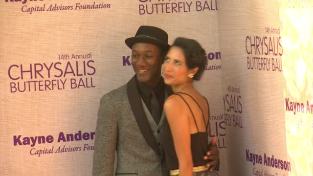 aloe blacc maya jupiter at 14th annual chrysalis butterfly ball in los angeles ca - chrysalis butterfly ball video stock e b–roll