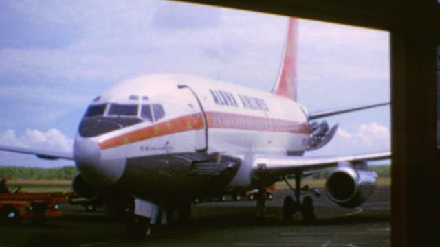 vídeos de stock e filmes b-roll de aloha airlines plane / boarding flight / shots of the islands from the plane window / aloha airlines flight on august 01, 1975 in honolulu, hawaii - aloha