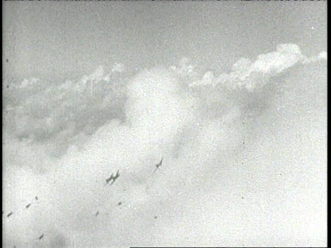 vídeos de stock e filmes b-roll de aloha clock tower; reenactments and authentic - vs aircraft flying over diamond head, dropping bombs. vs strafing, destruction, men falling, wounded... - aloha