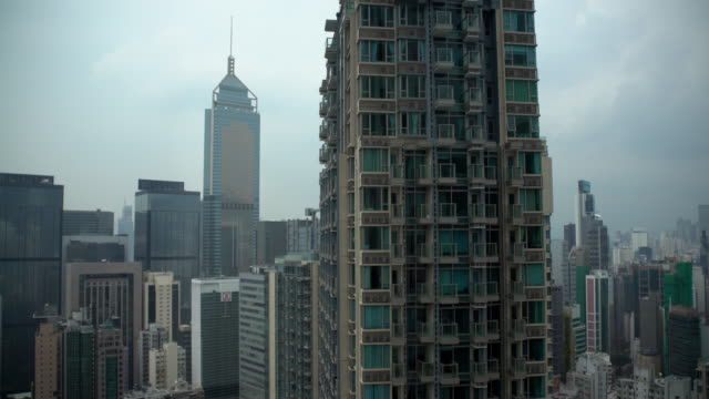 along building in hong kong - schwenk nach unten stock-videos und b-roll-filmmaterial