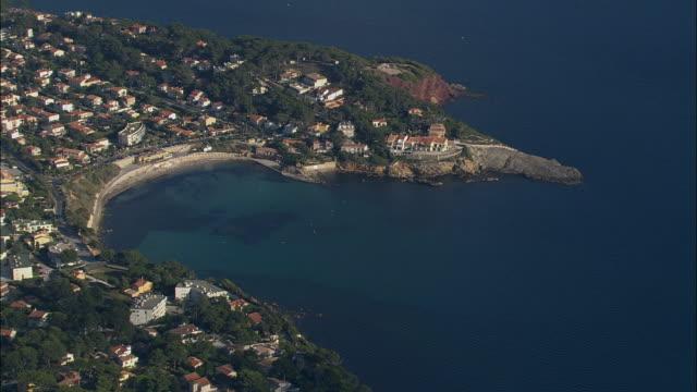 aerial along coast to sanary-sur-mer/ var, france - var点の映像素材/bロール