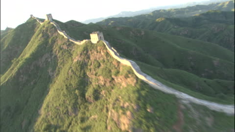 aerial along great wall with mountains in background/ china - length stock videos & royalty-free footage