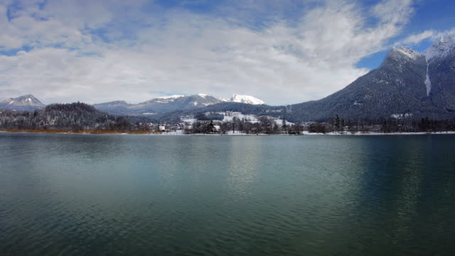 HYPERLAPSE along Lake Hallstatt in winter 1
