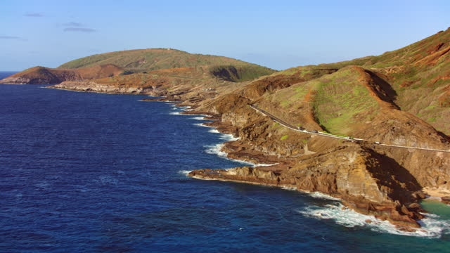 aerial along the shoreline from lanai lookout towards the hanauma bay on oahu, hi - pacific islands stock videos & royalty-free footage