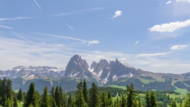 alpe di siusi (seiser alm), dolomite alps, italy,4k time-lapse - siusi stock videos & royalty-free footage